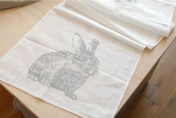 Tischläufer Kaninchen grau